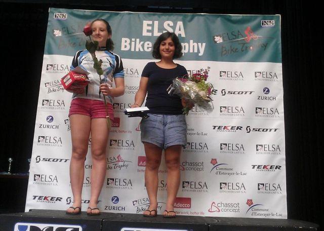 Zina Barhoumi (rechts) als Siegerin der Juniorinnen.